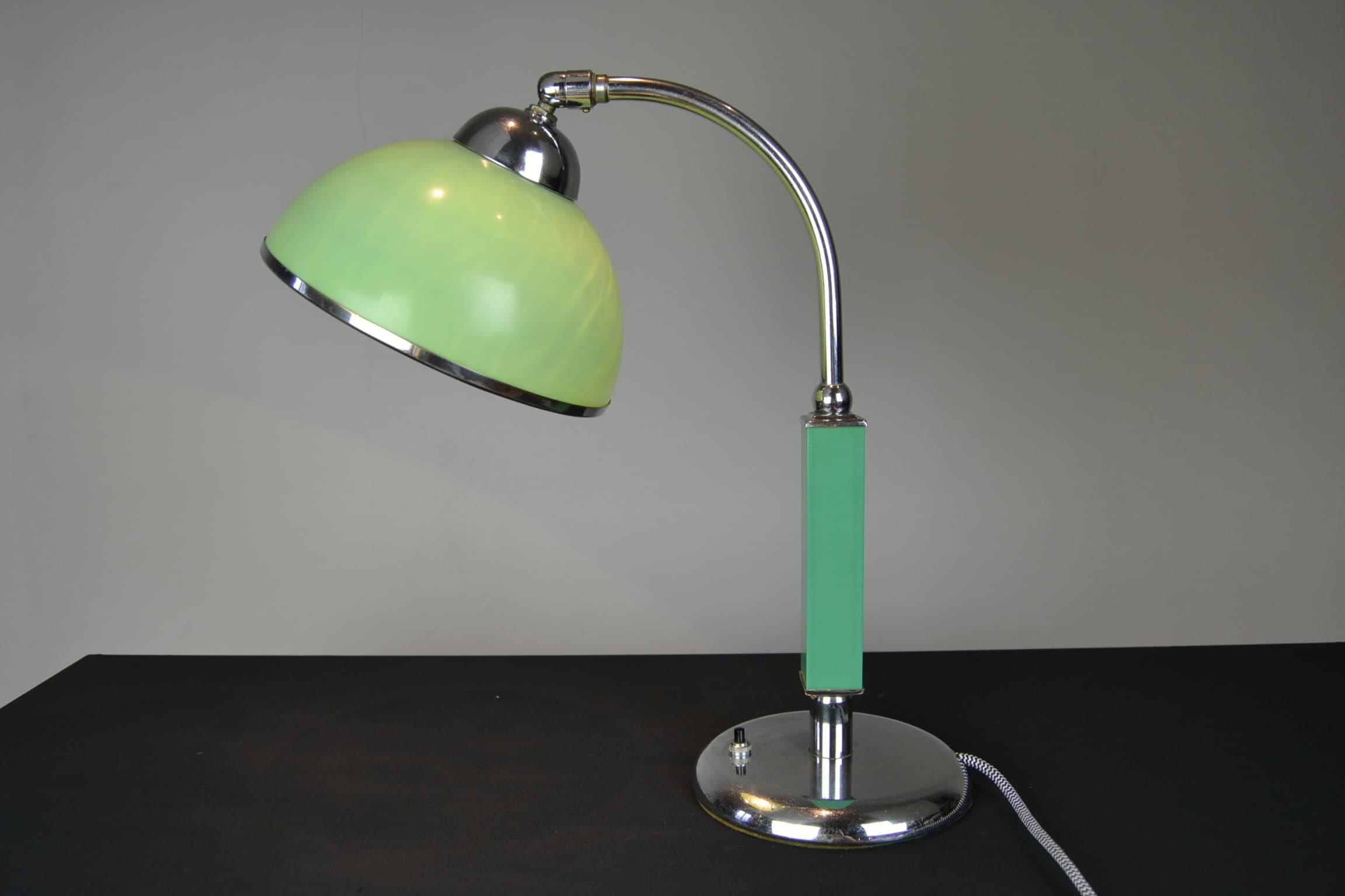 Bauhaus Style Green Bakelite Desk Lamp Art Deco Retro Station